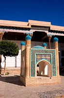 UZBEKISTAN, NEAR BUKHARA, BAKHAUTIN NAQSHBAND MAUSELEUM, COURTYARD