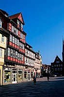 GERMANY, NEAR MAGDEBURG, QUEDLINBURG UNESCO WORLD HERITAGE SITE, MARKET SQUARE, HALF TIMBERED HOUSES