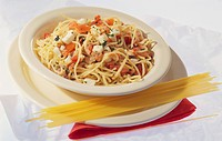 Spaghetti with tomatoes, mozzarella and herbs