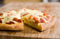 Mini_pizza topped with tomato sauce, ham and cheese