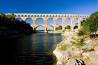 Roman aqueduct, Pont du Gard, Languedoc-Roussillon, France