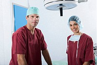 Medical personnel in operating room (thumbnail)