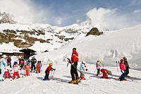 Italy, Aosta Valley, Cervinia, ski lesson