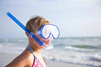 USA, Florida, St. Pete Beach, girl 8_9 in snorkeling mask on beach