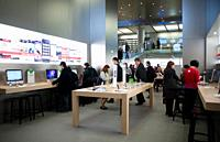 Paris, France, French Shopping Center, Carrousel du Louvre, General View, inside Apple Store, People Looking at I-phones, I-Pods