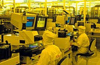 Europe, Germany, Saxony, Dresden, Infineon Technologies, workers produce microprocessors in the cleanroom class 1