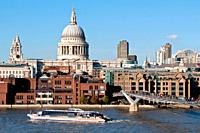 europe, UK, England, London, St Paul´s cathedral and millenium footbridge