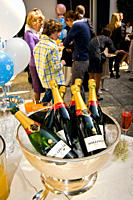 festeggiamento, bottiglie di champagne bollinger