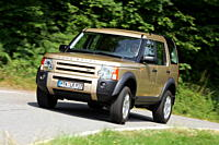 Land Rover Discovery V8, brown, model year 2004_, driving, diagonal from the front, frontal view, country road
