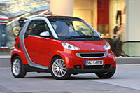 Smart Fortwo Passion, model year 2007_, red, driving, diagonal from the front, frontal view, City