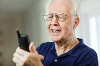 Senior man looking at cellphone (thumbnail)