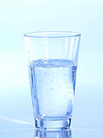 Fizzy glass of water, close_up