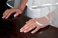 mani di una sposa