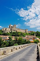 Old Bridge and Saint-Nazaire cathedral, Beziers, Herault, Languedoc-Roussillon, France