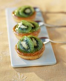 Kiwi and orange blossom tartlets (thumbnail)