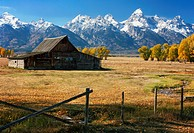 USA, Wyoming, Teton Range and barn