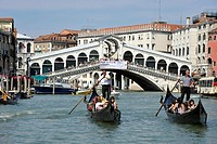 Rialto Bridge, Canal Grande, Grand Canal with gondolas, Venice, Venice, Italy, Europe