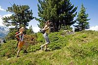 20_30 Jahre, Alpen, Aufstieg, Aussicht, Berge, Berglandschaft, Bergluft, Bergsommer, Bergwanderung, Erfolg, Erholungsgebiet, Ferienregion, Frau, Fraue...