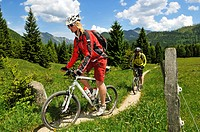 Mountain bikers on the Nattersbergalm alpine pasture, Reit im Winkl, Bavaria, Germany, Europe
