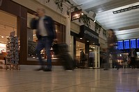 USA, Minnesota, Minneapolis_St. Paul. Hurrying travelers pass shops at the International Airport. Credit: Don Grall / Jaynes Gallery / DanitaDelimont....