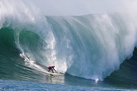 USA, California, Half Moon Bay. Jamie Sterling in the final round of the 2008 Mavericks surf competition catches the largest wave of the day. Credit: ...