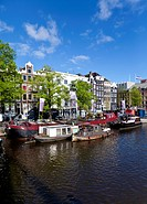 View of house boats, in the back old canal houses and trading house, Theater Carree, Herengracht, Amstel, Amsterdam, Holland, Netherlands, Europe