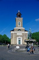 People in front of the Church of Our Lady in the sunlight, Husum, Northern Frisia, Schleswig Holstein, Germany, Europe