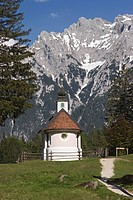 The chapel of Maria Queen in front of Karwendel mountains, Werdenfelser Land, Upper Bavaria, Bavaria, Germany