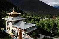 Lamaling, Tibetan Buddhist monastery in front of wooded mountains of the Himalayas, Nyichi, Bayi, Kongpo, Eastern Tibet, China, Asia