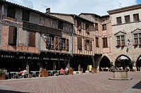 Place des Arcades square with 16th and 17th century houses, Castelnau-de-Montmiral, Tarn, France