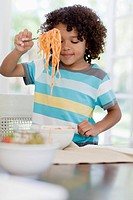 Boy eating spaghetti (thumbnail)