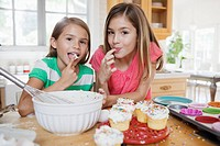 Sisters decorating cupcakes (thumbnail)