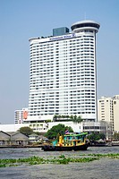Millennium Hilton, hotel tower at the Mae Nam, Menam Chao Phraya river, Klong San district, Bangkok, Krung Thep, Thailand, Asia