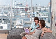Germany, Hamburg, Man and woman smiling