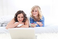 Germany, Leipzeg, Young women with laptop, smiling, portrait