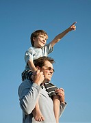 Boy on Dad´s shoulders, looking at view