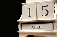Calendar shows the date 15 April, the day when US income taxes are due