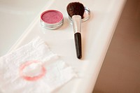 Blusher brush and blusher