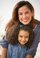 USA, New Jersey, Jersey City, portrait of smiling mother and daughter 6_7