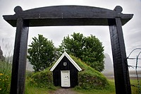 SMALL, TRADITIONAL CHAPEL WITH ITS PEAT ROOF, NUPSSTADUR, SOUTHERN COAST OF ICELAND, EUROPE
