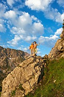 Austria, Salzburg Country, Altenmarkt_Zauchensee, Couple hiking on mountains of Niedere Tauern