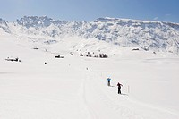 Italy, Trentino_Alto Adige, Alto Adige, Bolzano, Seiser Alm, Man and woman doing cross_country skiing