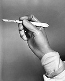 Surgeon´s hand holding a scalpel