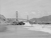 USA, California, San Francisco, Golden Gate Bridge, Wave splashing in foreground
