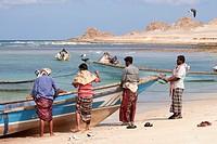 Fishermen of Qalansiyah, Qalansiyah beach, Soqotra Island, Hadramawt, Yemen