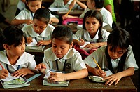 EDUCATION, PHILIPPINES. Manila. Payatas school. Many of the pupils parents are scavengers on the nearby landfill site. .