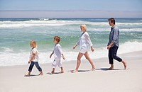 Family walking on the beach (thumbnail)