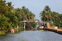 India, Kerala, Alappuzha, View of backwaters of alleppey