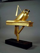 Egyptian civilization, New Kingdom, Dynasty XVIII. Treasure of Tutankhamen. Gilded wood standard depicting Gemhesu hawk. Detail.  Cairo, Egyptian Muse...