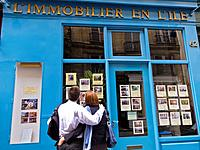 Paris, France, Couple Window Shopping at Real Estate Agent, in the Ile Saint Louis